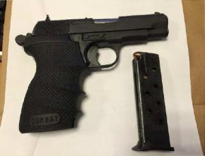 Pistol och ammunition som togs i beslag. © Polisen