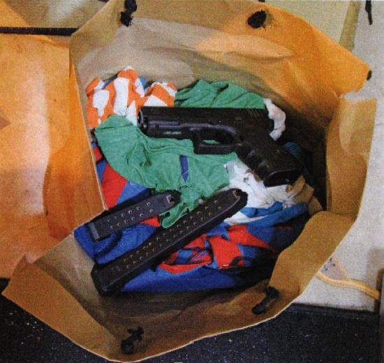 Mordvapnet beslagtogs vid en husrannsakan. © Polisen