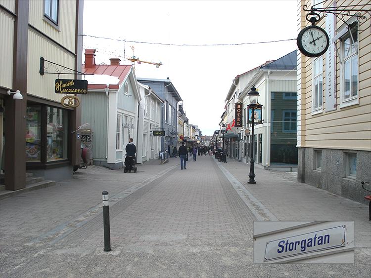 Kvinnan överfölls på Storgatan i Piteå.