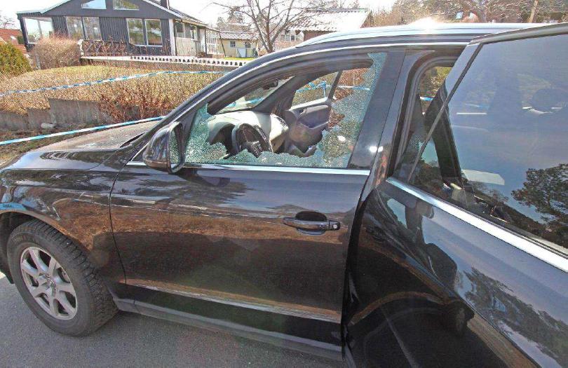 VD:n fick sin bilruta krossad vid rånet.